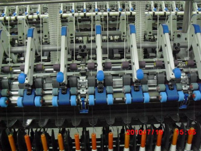 三罗拉紧密纺装置